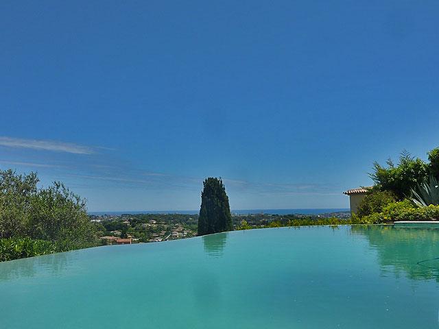 Cote d'Azur villa, antibes, vallauris, rustig gelegen, heuvels, zeezicht, 4 slaapkamers, zwembad, dubbele garage, te koop, zuid frankrijk, vakantiehuis, ruim,