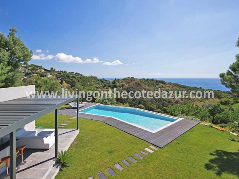 Wordt u de eerste bewoner van deze moderne Super Cannes villa?
