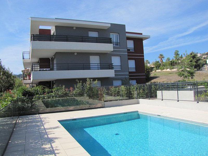 Golfe juan modern nieuwbouw appartement met zwembad for Modern zwembad
