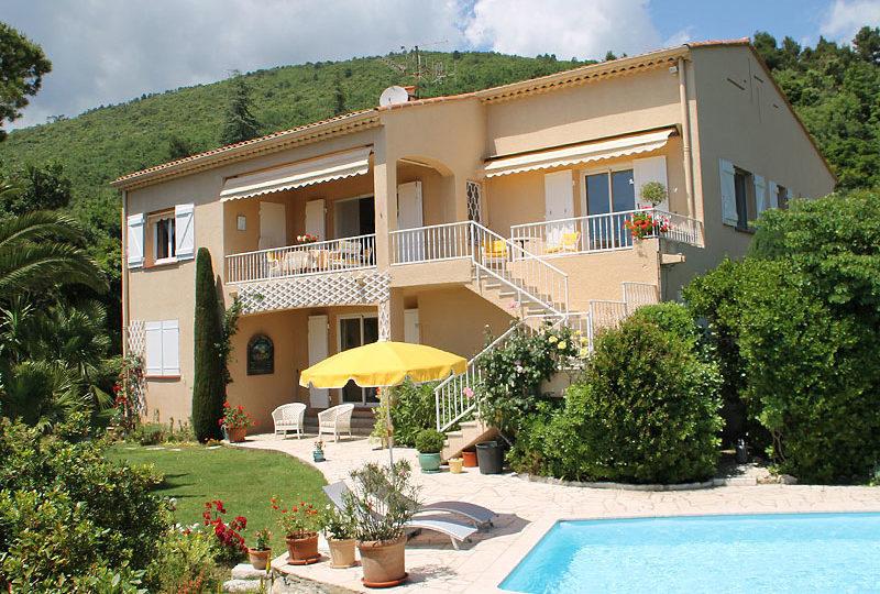 Grasse-luxe-villa-met-zeezicht-en-zwembad-totaal