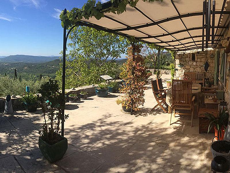 Gerenoveerde Provençaalse stenen bergerie met olijfboomgaard