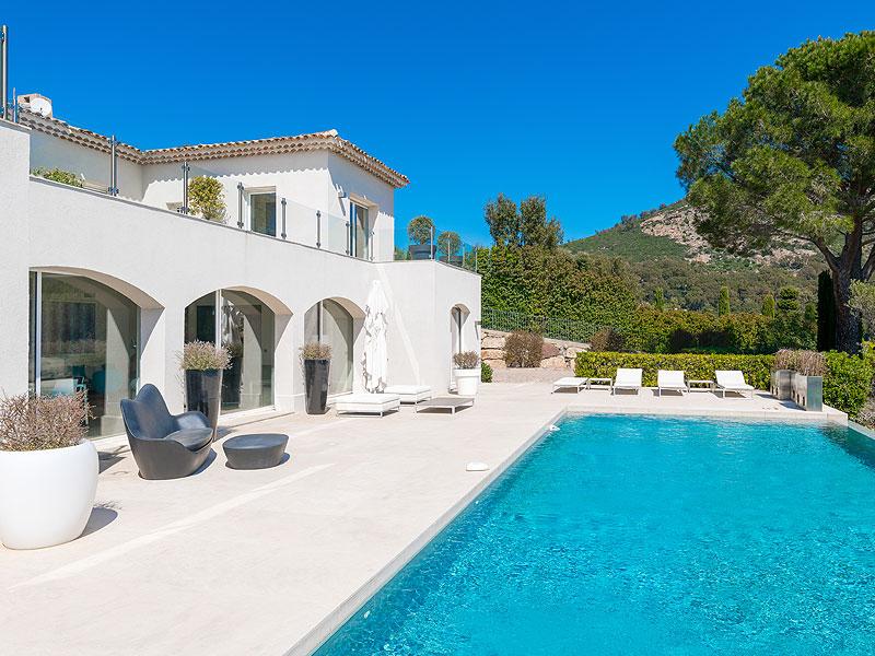 Nieuwe villa Grimaud te koop, uitzicht Saint Tropez