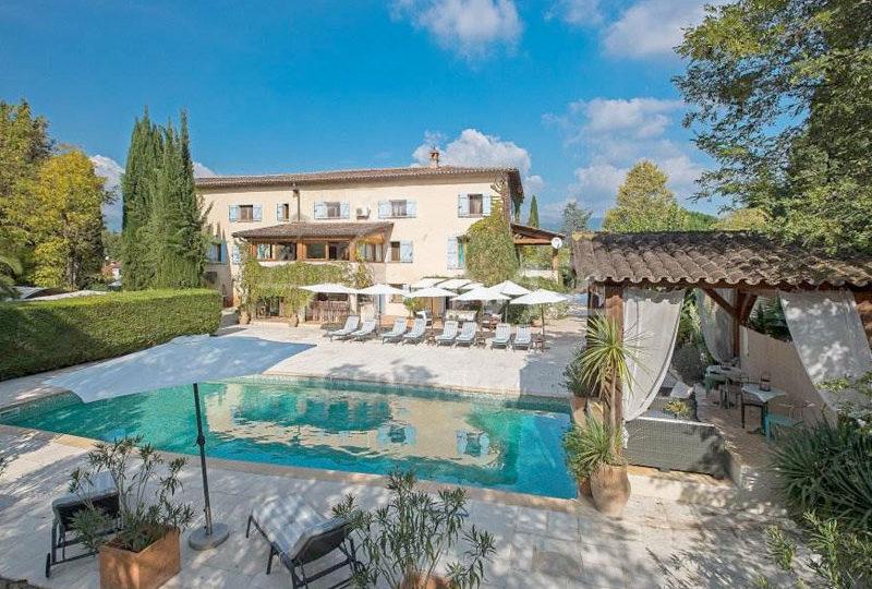 Provençaalse stenen villa in Roquefort les Pins te koop 16 jkamers en zwembad, bed en breakfast, boutique hotel