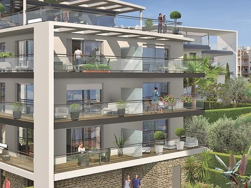 Antibes nieuwbouw appartementen met een blauwe baai als horizon