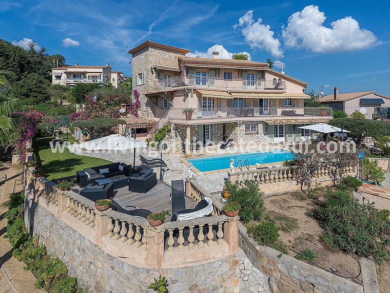 Provençaalse stenen villa met uitzicht op zee én uw privéjet