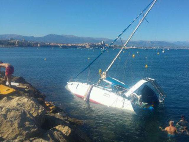 Een warme week aan de Côte d'Azur met recordhitte in Cannes sinds 50 jaar, zeiljachten spoelt aan en havens stromen leeg dankzij nieuwe regering.