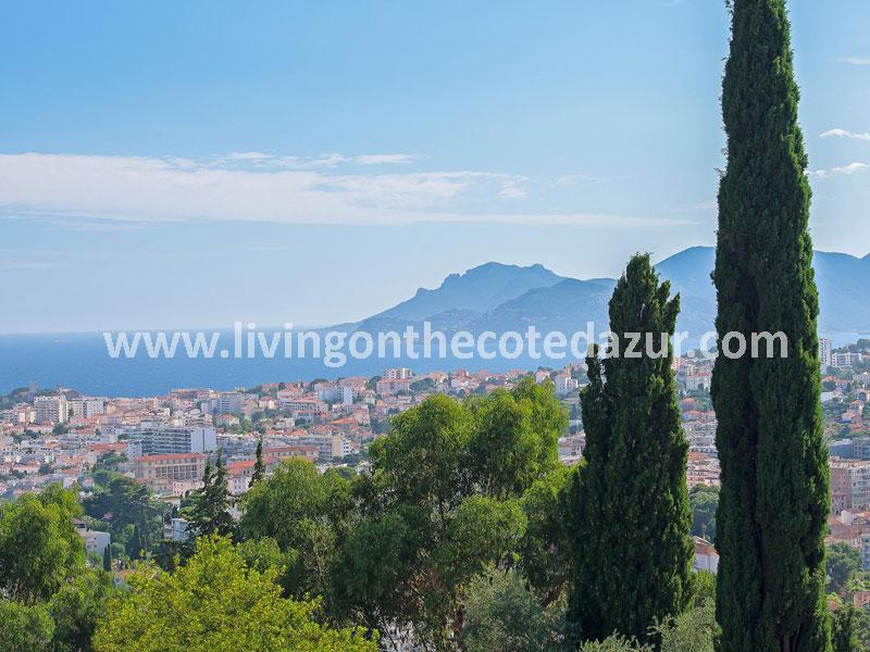 Gerenoveerde villa heuvels Cannes in prestigieuze wijk