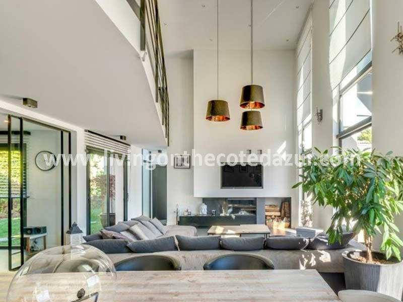 Rust, ruimte en design: prachtige contemporary villa Les Adrets