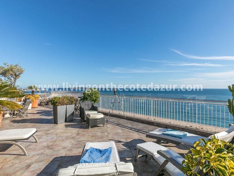 Cannes Midi plage penthouse direct aan zee met riant dakterras