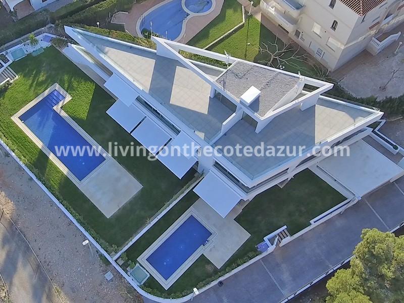 Nieuwe contemporary villa direct aan het strand in Alcoceber, Spanje