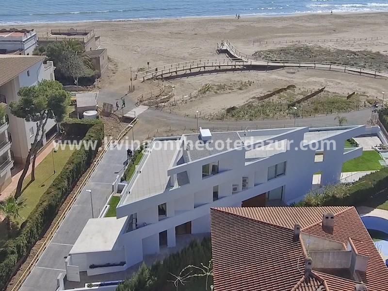 Unieke demi-villa te koop direct aan het strand, Alcossebre, Spanje