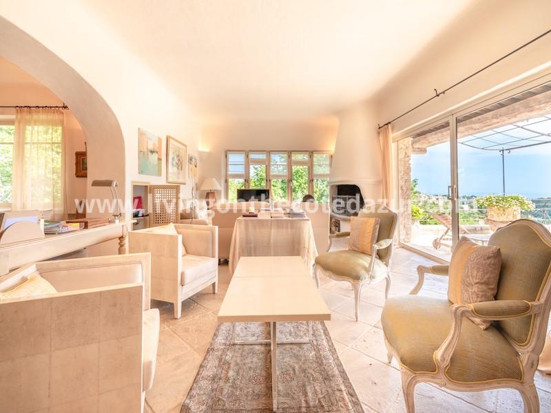 Grote stenen villa Saint Paul de Vence met panoramisch zeezicht