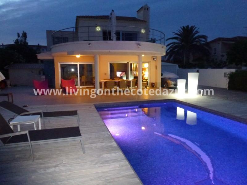 Luxe villa te koop in Alcossebre, Spanje met de zee aan uw voeten