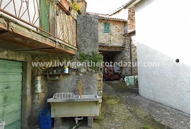 Te koop: een compleet dorp in Toscane