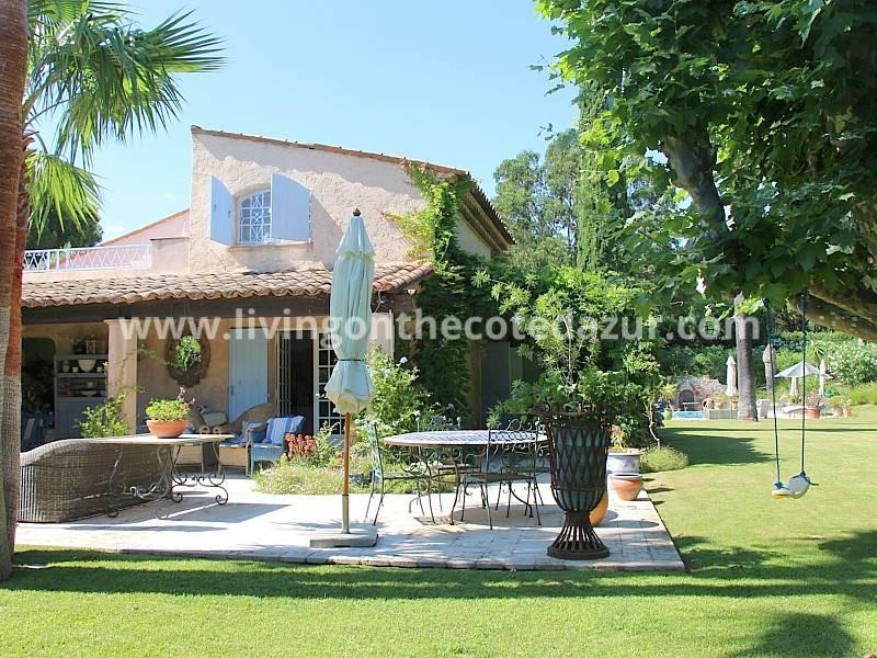 Heerlijk vakantiehuis Saint Tropez in domein, 5 minuten van Tahiti plage